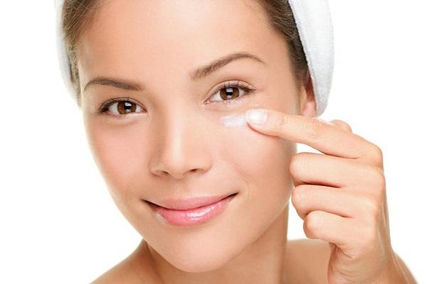 Увлажняющая маска для кожи вокруг глаз