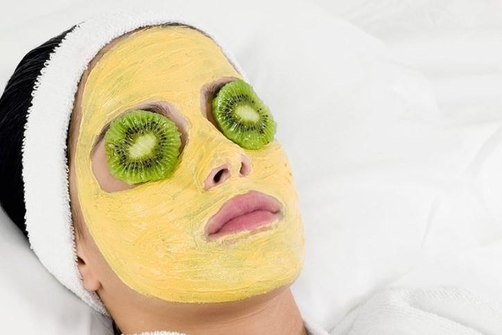 Маска для лица из желтой глины